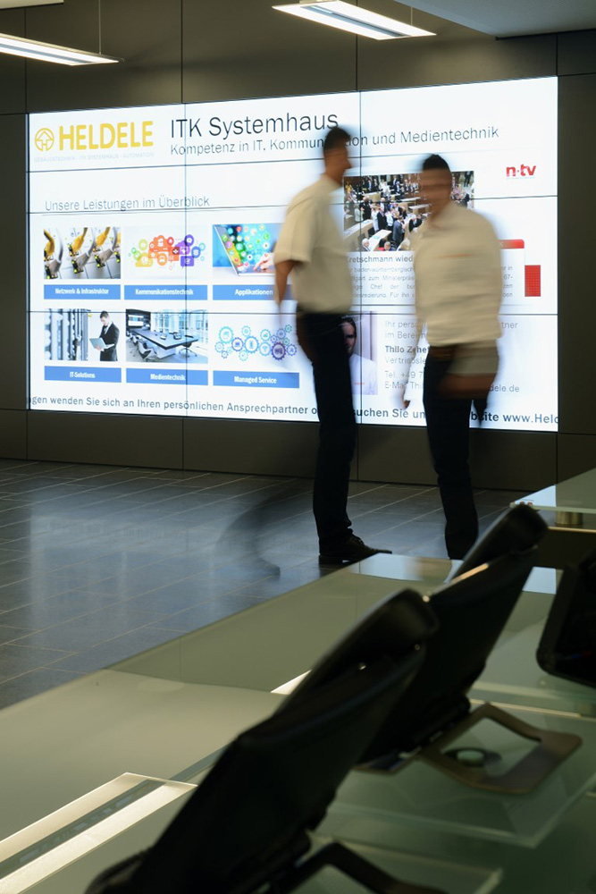 In the new showroom, visitors will be welcomed by an impressive, interactive power wall. The content provides an overview of company history, market and product areas, up-to-date information and event information. If there is no interaction, current topics are automatically presented via playlists (digital signage).