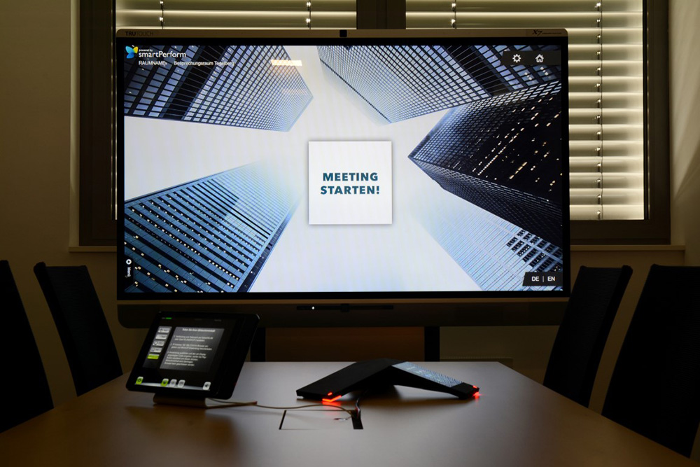 Even in the newly designed conference rooms, Heldele employees and visitors can use the smartPerform Collaboration App to provide intuitive functions for all meetings and seminars. The app combines management and presentation functions in one user interface.