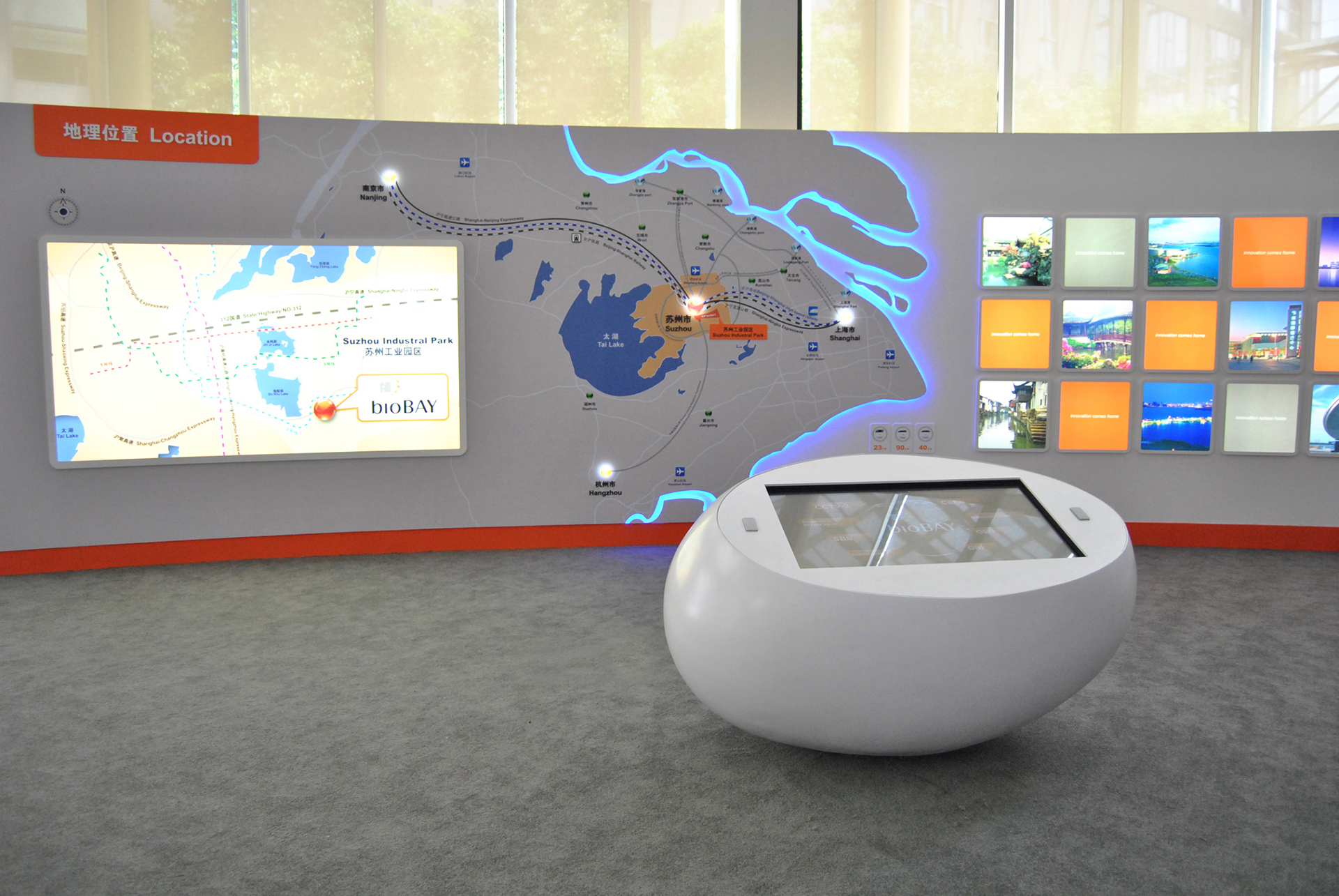In the entrance area, an oval multi-touch table invites visitors to find out about bioBAY in an interactive way. The multi-touch execution of the displays allows several people to view and watch different video films at the same time.